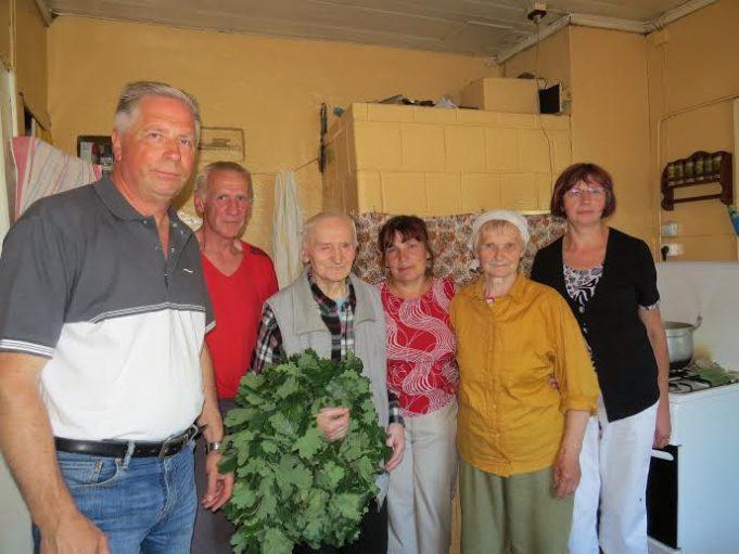 Sveikinimai vyriausiam Sriubiškių apylinkės Jonui Sanvaičiui.