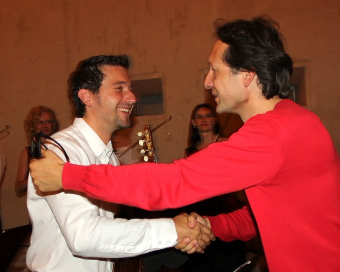 Pasibaigus koncertui muzikantams padėkojo maestro Vilhelmas Čepinskis (dešinėje).