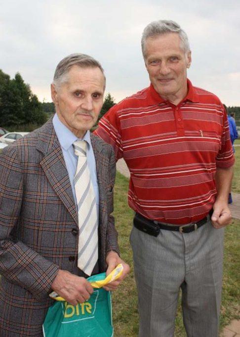 """Leonardas Aleksiejūnas (kairėje) rengia knygą """"Aukso raidės sambo istorijoje. Pranciškus Eigminas"""". L. Dūdaitės nuotr."""