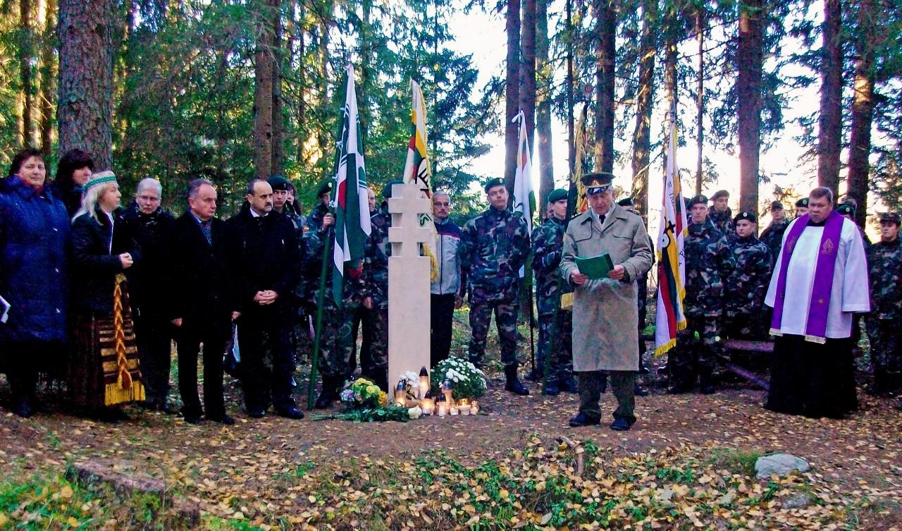 Atminties dienos minėjimas Plunksnočių miške.