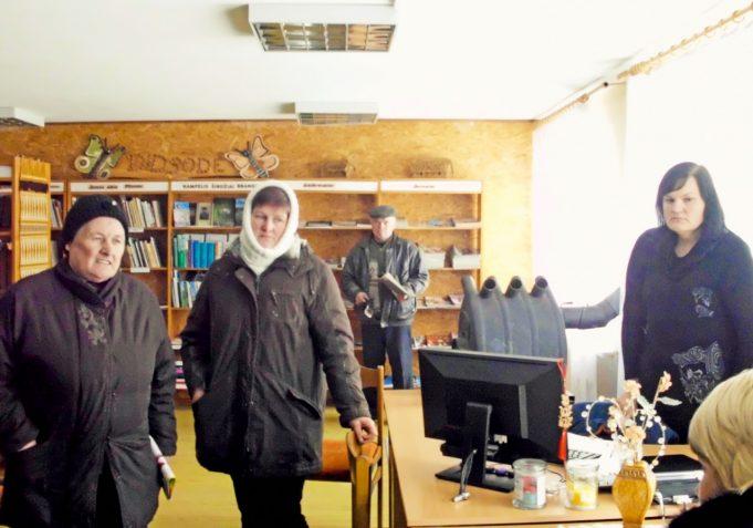 Didsodės kaimo gyventojai džiaugiasi, kad bibliotekoje galima ne tik knygą išsirinkti, spaudos pasiskaityti, bet ir susitikti, smagiai pabendrauti.
