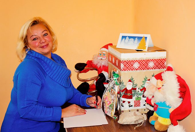 Sėlynės bibliotekininkė Renata Baltrūnienė teigė, kad bibliotekoje įrengtoje Kalėdų Senelio pašto dėželėje jau yra nemažai laiškų.