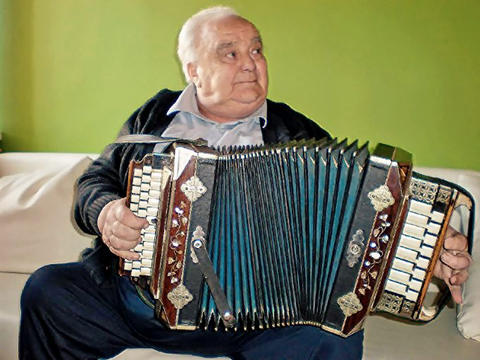 Duokiškio muzikantas Juozas Trakas tęsia savo tėvo muzikavimo tradicijas.
