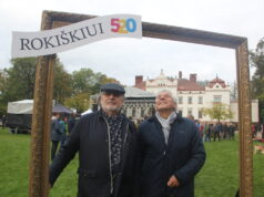 Rokiškio krašto garbės piliečiai, dailininkai Rimas Bičiūnas (kairėje) ir Algimantas Kliauga. A.Minkevičienės nuotr.