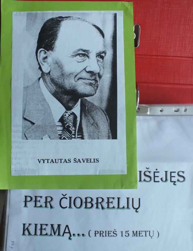 Kraštiečio poeto Vytauto Šavelio kūryba ir gyvenimo nuotrupos – Panemunio kaimo bibliotekininkės Pranutės Petrulienės kruopščiai surinktame aplanke.