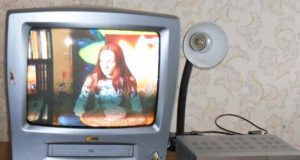 """""""Dovanai"""" gautas skaitmeninės televizijos priedėlis rokiškėnei Nijolei per trejus sutarties su bendrove """"Teo Lt"""" metus arba sutarties netesybų atveju atsieitų nei daug nei mažai – beveik 600 Lt. A.Puteikytės nuotr."""