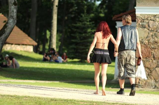 Vasara jau atėjo. Tai akivaizdu pasižiūrėjus į  rokerių porelę iš Vilniaus. G.Milaknytės nuotr.
