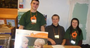 Savanoriai Justinas Dranevičius (iš kairės)