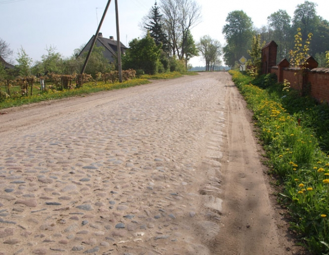 Liks tik dalis autentiško akmenimis grįsto gatvės grindinio. D.Zibolienės nuotr.