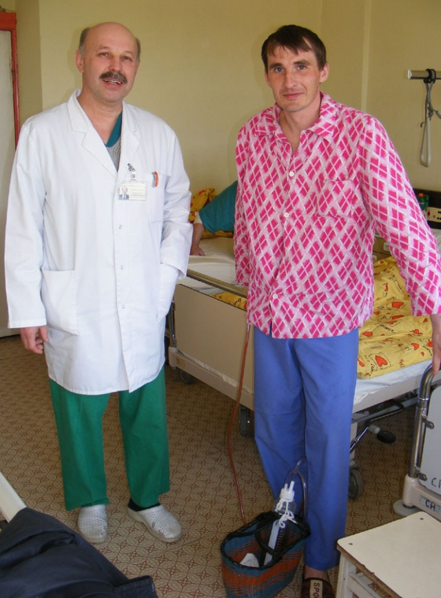 Praėjusią savaitę rajono ligoninės chirurgas Vilimantas Uselis (kairėje)