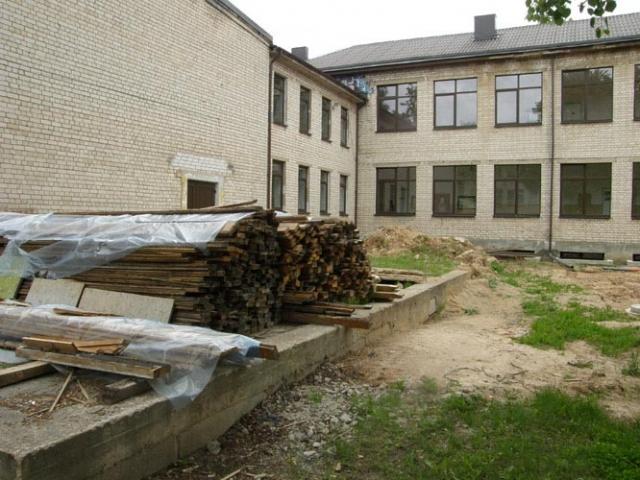 Rajone vienintelė šiuo metu renovuojama miesto seniausia – Juozo Tumo–Vaižganto vidurinė mokykla. Jos direktorius skaičiavo